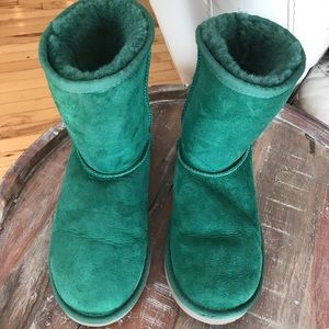 Ugg evergreen boots size 4 kids